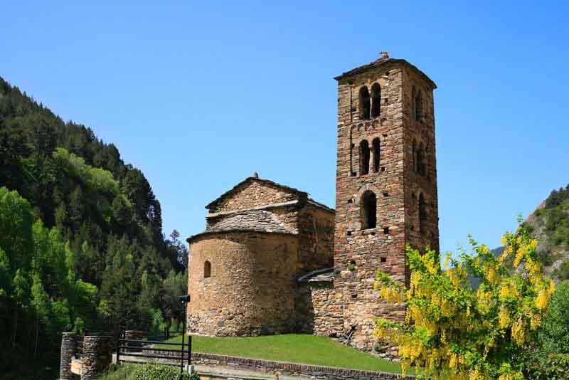 Сан-Хуан-де-Каселлес - романская церковь, (12 век), Канильо