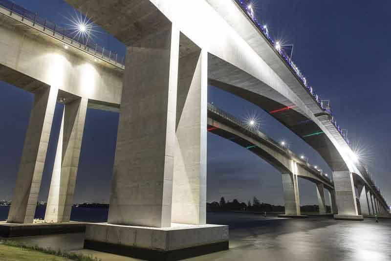 Мост с автомагистралью
