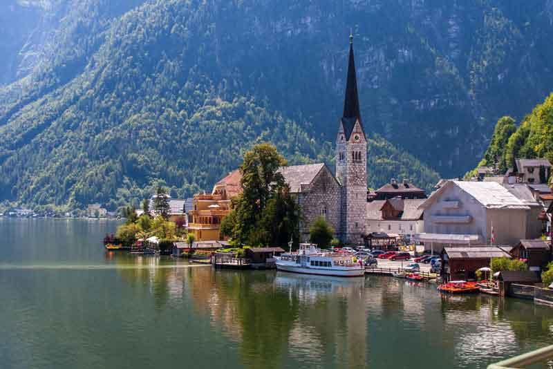 Исторический город Хальстат в высокогорье Альп