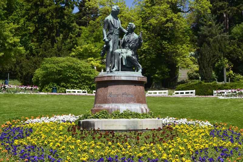 Памятник Иоганну Штраусу в курортном парке