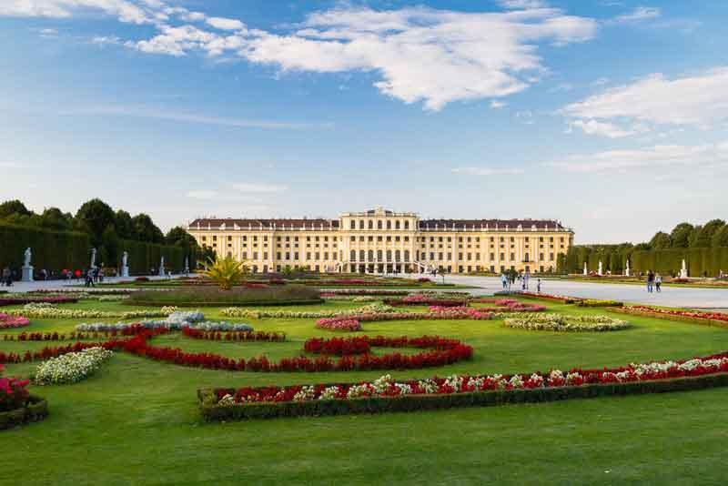 Вид на парк и Дворец Шёнбрунн