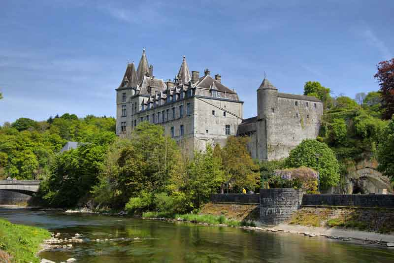 Замок на реке Урт