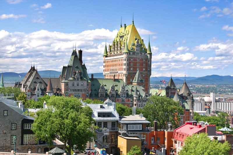 Вид на старый город и замок