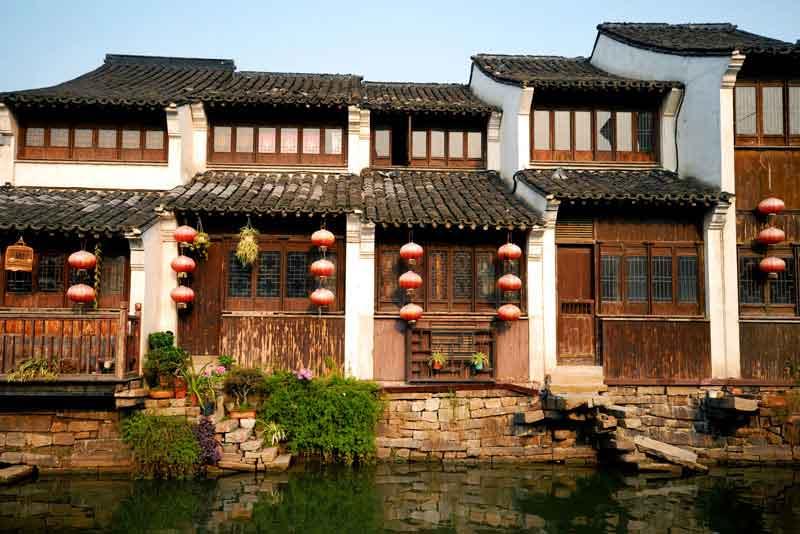 Традиционные китайские Дома вдоль канала