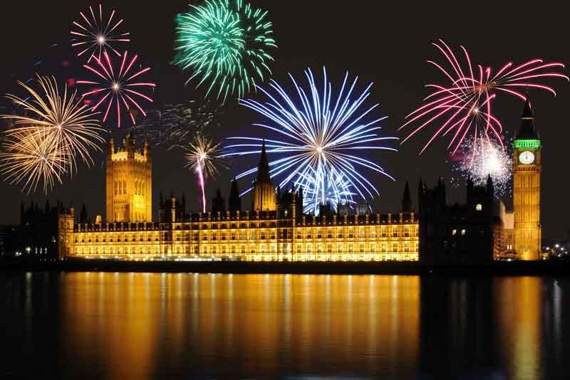 Праздничный фейерверк над Парламентом и Биг Беном