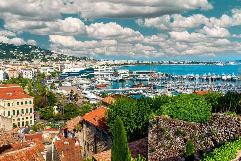 Панорамный вид на старый город и порт
