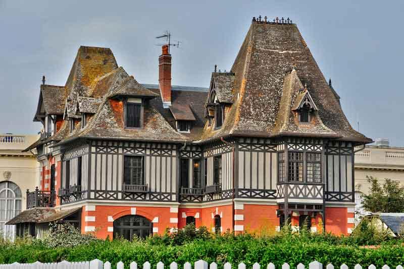 Живописный город в Нормандии