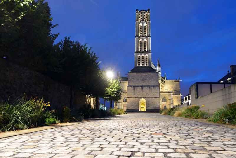 Ночной вид на собор Святого Этьена