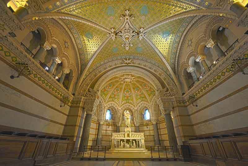 Интерьер собора Нотр-Дам
