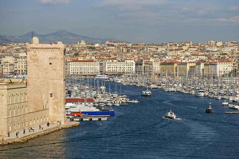 Вид на историческую гавань 'Vieux Port'