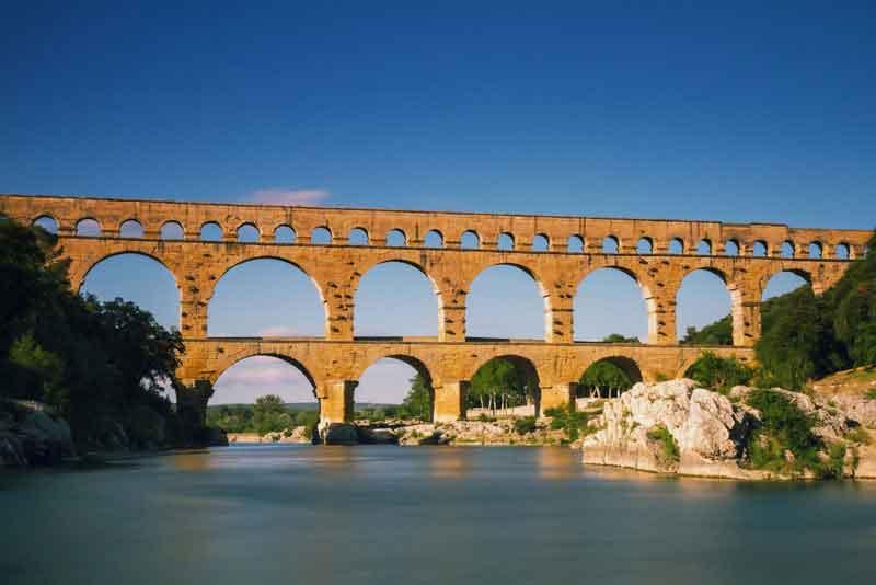 Древнеримский акведук через реку Гардон