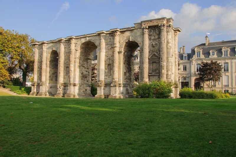 Porte Mars - древняя римская триумфальная арка 3 век н.э.