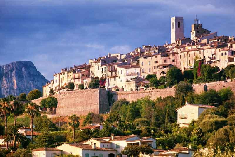Вид на город в Провансе