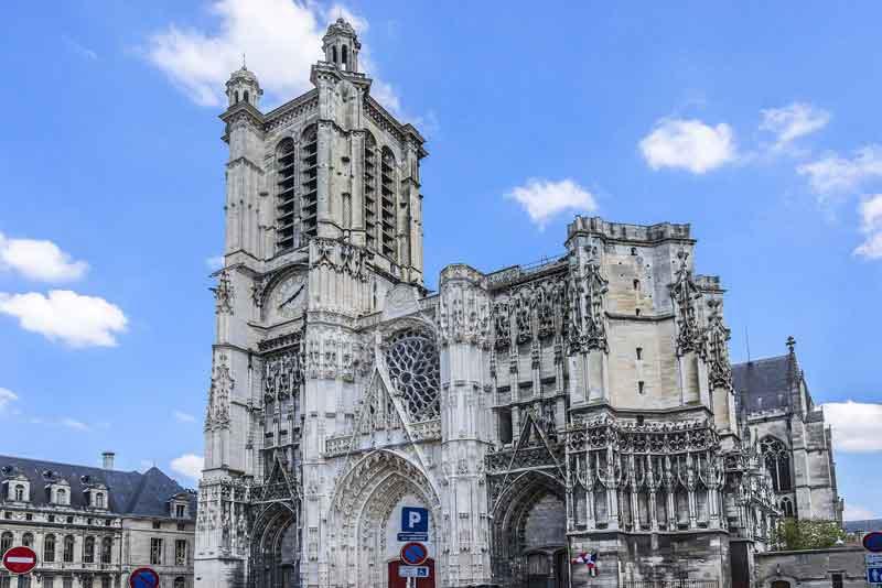 Собор Сен-Пьер-э-Сен-Поль-де-Труа, 9-й век