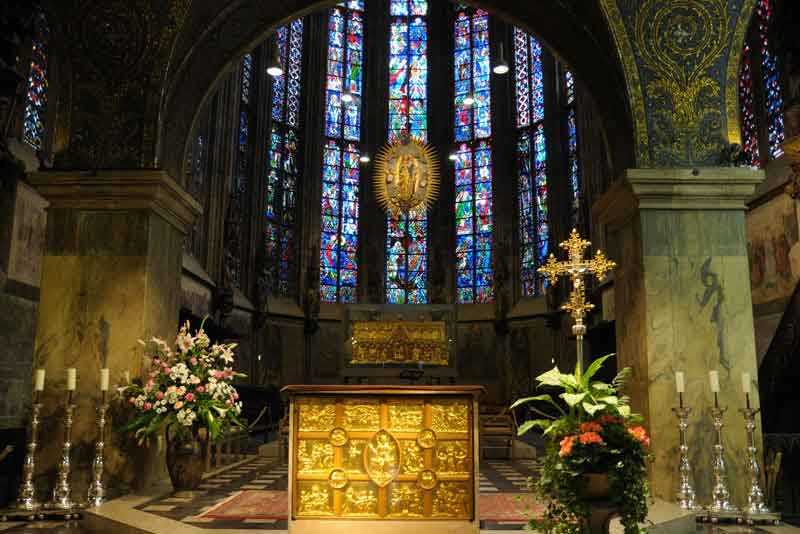 Детали интерьера собора