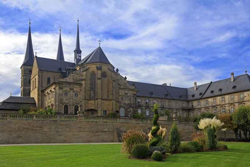 Монастырь Михаелсберг с садом
