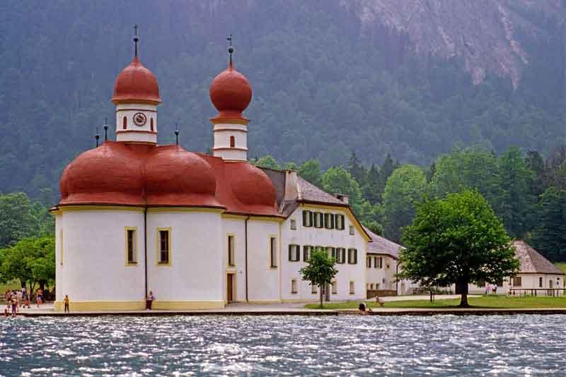 Озеро Кенигзее и церковь Святого Варфоломея