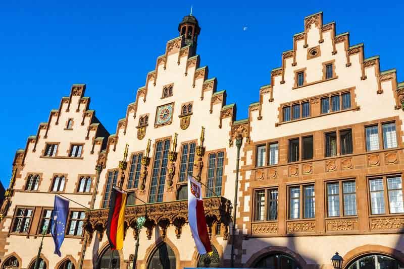 Известная ратуша на центральной площади