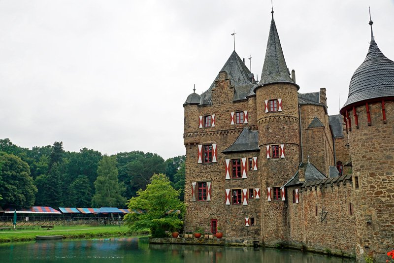 Вид на замок Зацвей