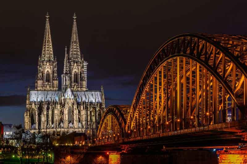 Вид на Кёльнский Собор и мост Гогенцоллернов через Рейн