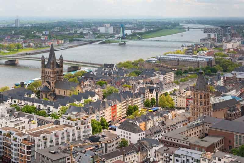 Вид на Рейн и город с высоты собора