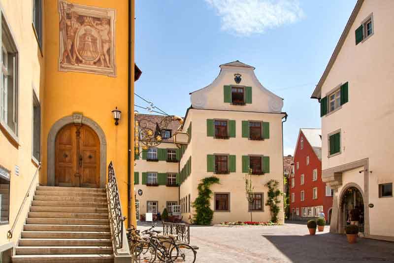 Красивый древний город Меерсбург на озере Бодензее