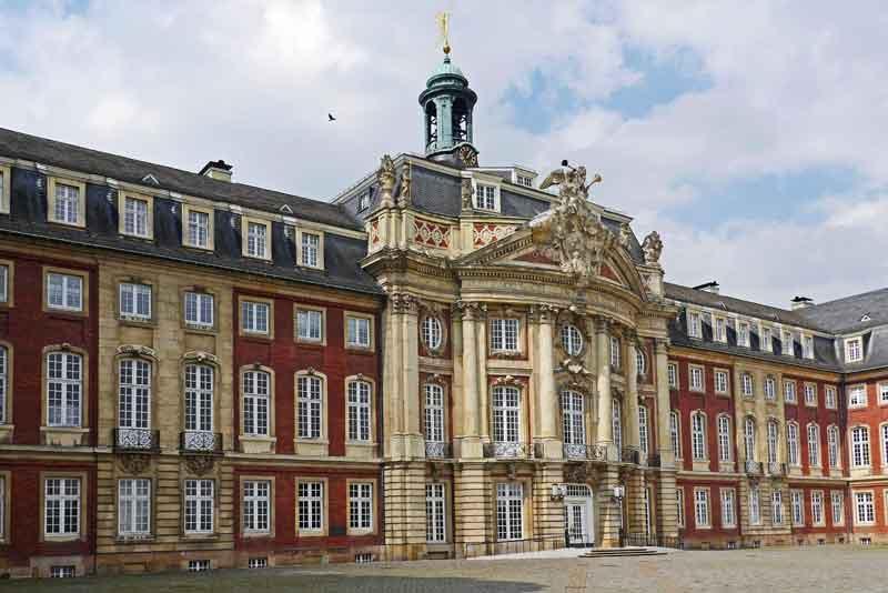 Замок в стиле барокко, Администрация Вестфальского университета
