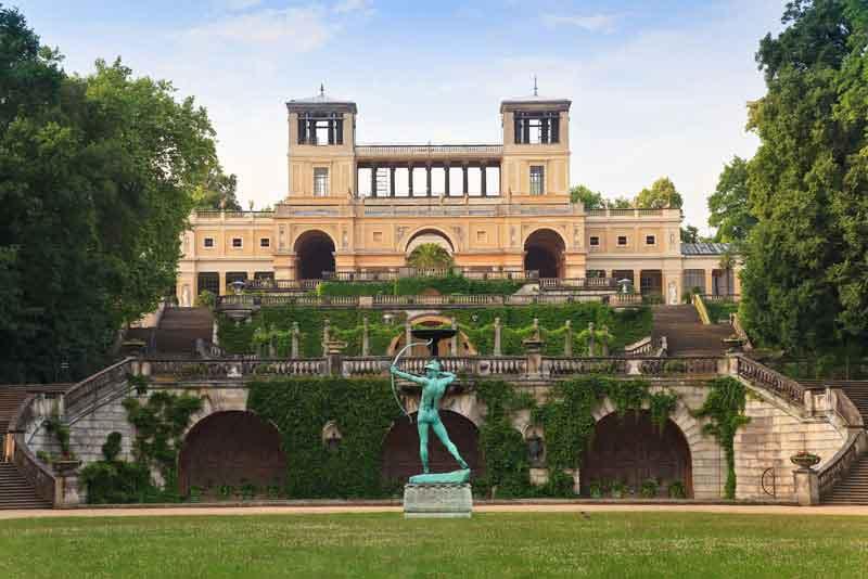 Дворец-оранжерея в парке Сан-Суси