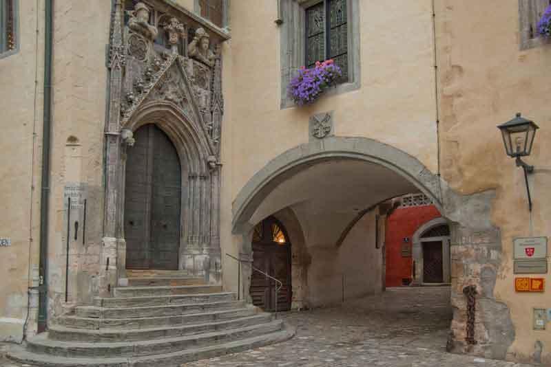 Вход с Старую ратушу