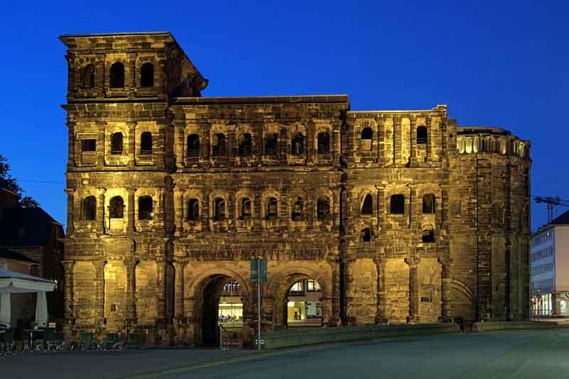 Порта Нигра - римские ворота в город 2-го века