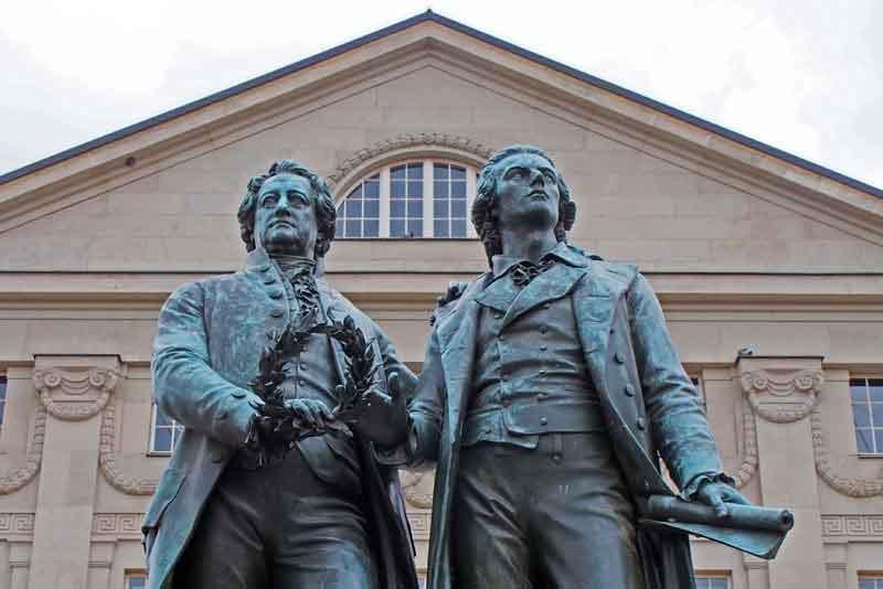Памятник Гёте и Шиллеру перед Национальный театром