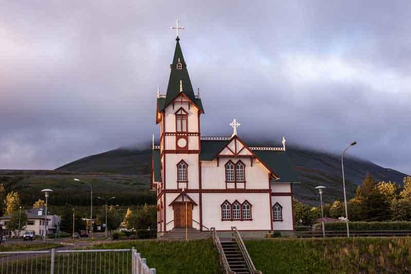 Живописная церковь с деревянным каркасом (1907 год)