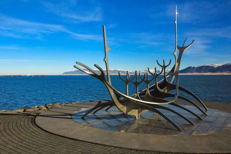 Скульптура 'Солнечный странник'