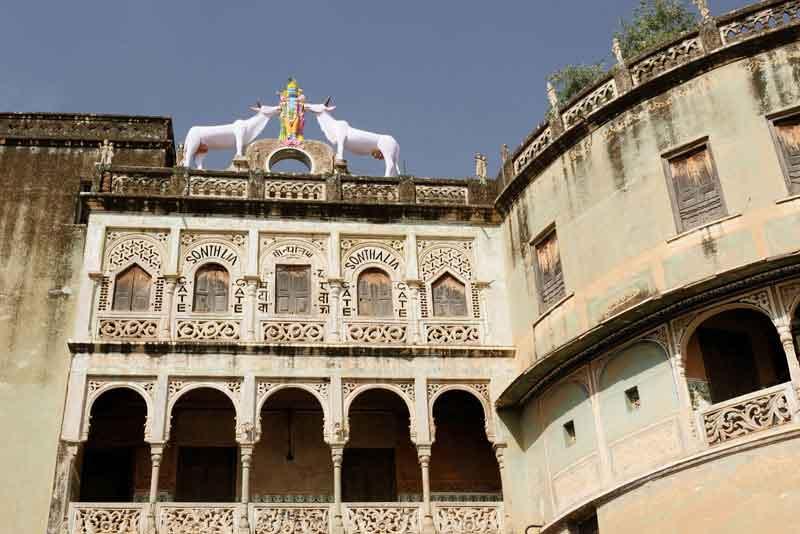 Фасад главного входа (Sonthalia Gate) в город