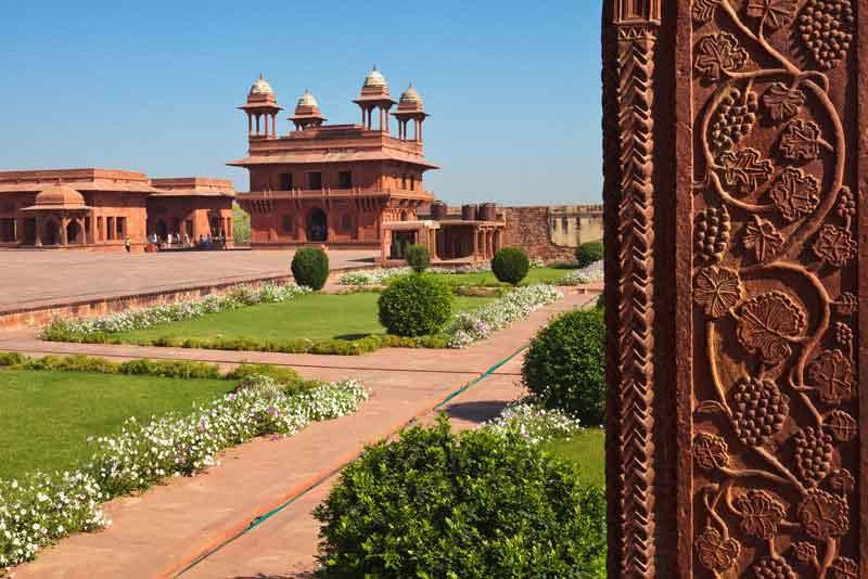 Панорамный вид на дворец