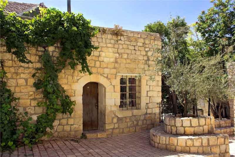 Старый каменный дом в еврейском религиозном квартале