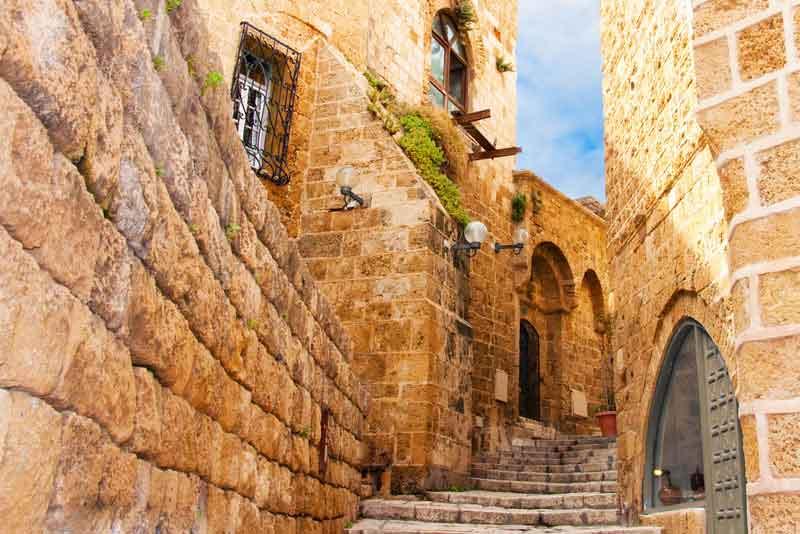 Узкие каменные улицы древнего древнего города