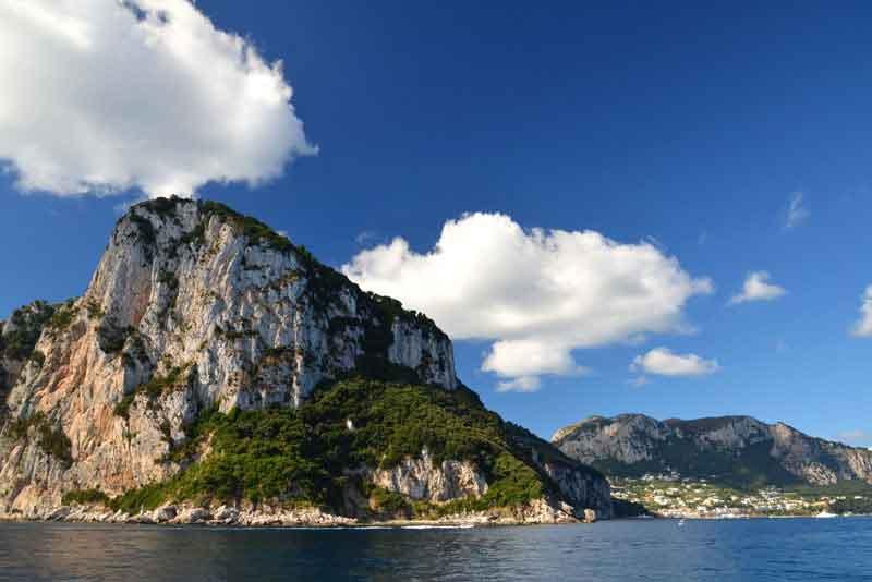 Живописные летний пейзаж острова Капри