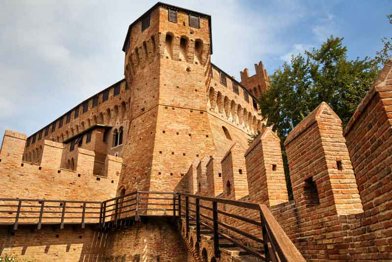 Башни средневекового замка