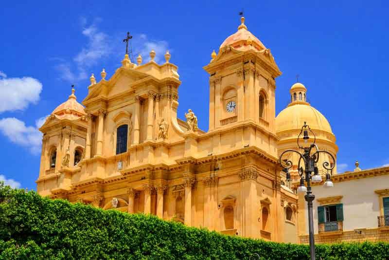 Собор в стиле барокко в Старом городе