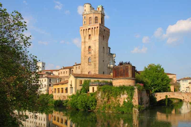 Древняя башня