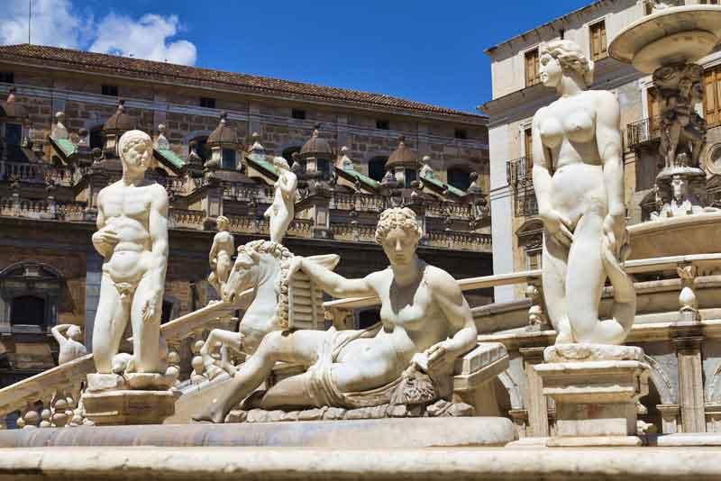 Пьяцца Претория, также известна как площади позора