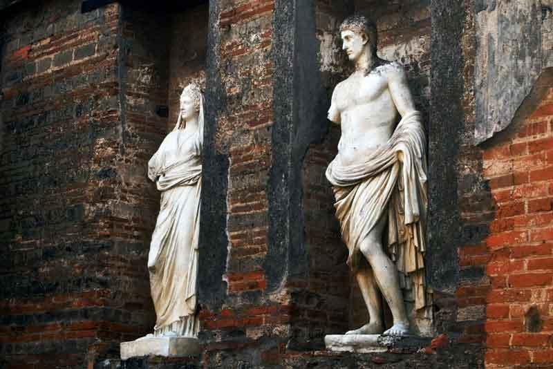 Статуи на древнего римского города