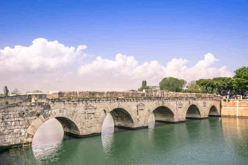римский Мост Тиберия на реке Мареккья