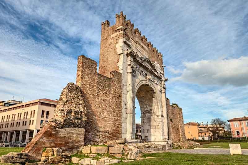 Арка Августа - древние ворота города