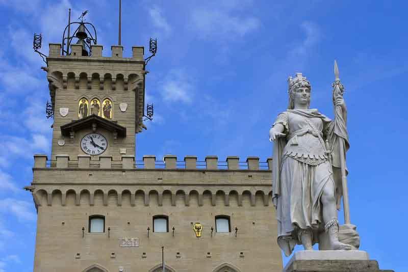 Общественный дворец и Статуя Свободы