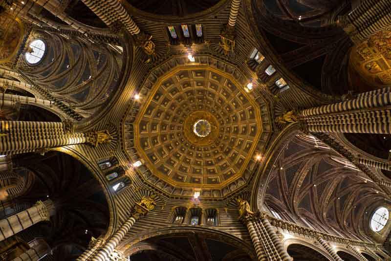 Купол собора - шедевр итальянского искусства эпохи Возрождения
