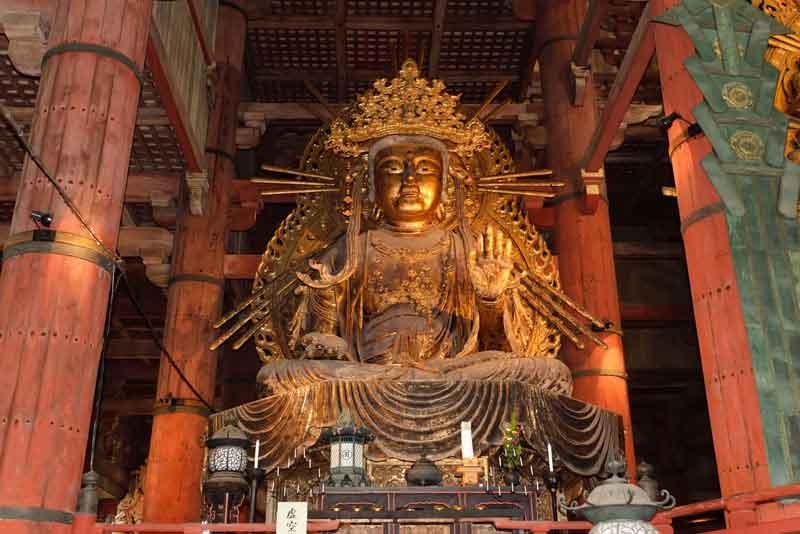 Гигантский Амида Будда в храме Тодайдзи