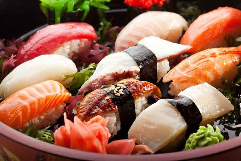 Японская кухня - суши - в ресторане
