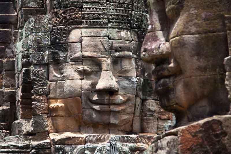 Каменные фрески и скульптуры